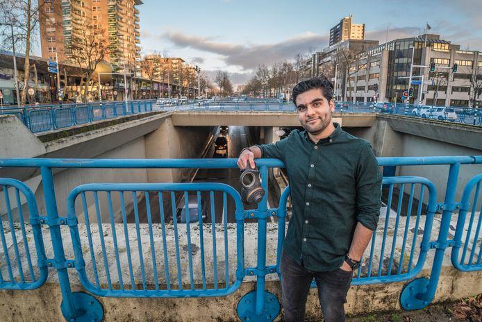Esmael Zamani bij de Europalaan, een zeer vervuilende stadsader.