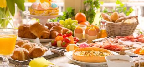 Croissants of paaseitjes over met Pasen? Dit doe je met de restjes