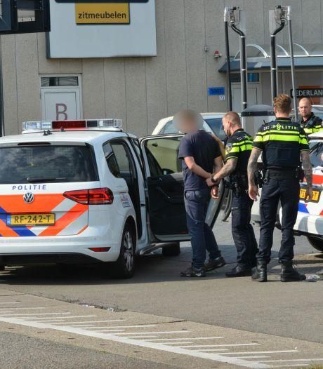 Bedreiging met mes laat winkelbediende van pompshop in Breda koud, verdachte is 34-jarige Pool