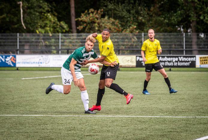 Nuenen ED2020-6152 Voetbal Nuenen - Halsteren. *Joey Maas* (Nuenen) en *Fouad Idabdelhay*