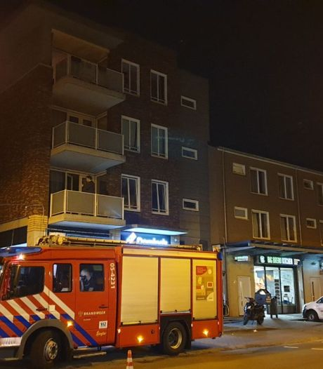 Deel appartementencomplex in Enschede nog steeds zonder stroom na brand in kelder