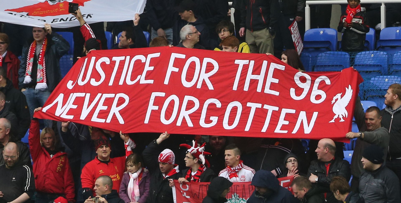 2013: Liverpool FC-fans herdenken de dodelijke slachtoffers.