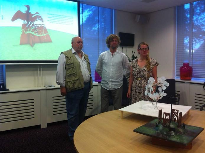 Kunstenaars Pim Wever, Jaap Hartman en Harmke Koning ontwikkelden drie kunstwerken voor de rotondes op de N283 en N322