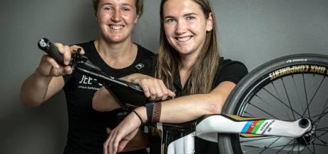 Laura en Merel Smulders in Gelderlander Nieuwscafé Wijchen op 4 maart