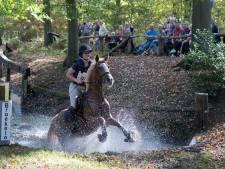 Na paarden en hun ruiters, mogen hardlopers door de blubber tijdens eerste Broekstacle Run