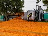 Gekantelde vrachtwagen zorgt voor wortelzee op A58