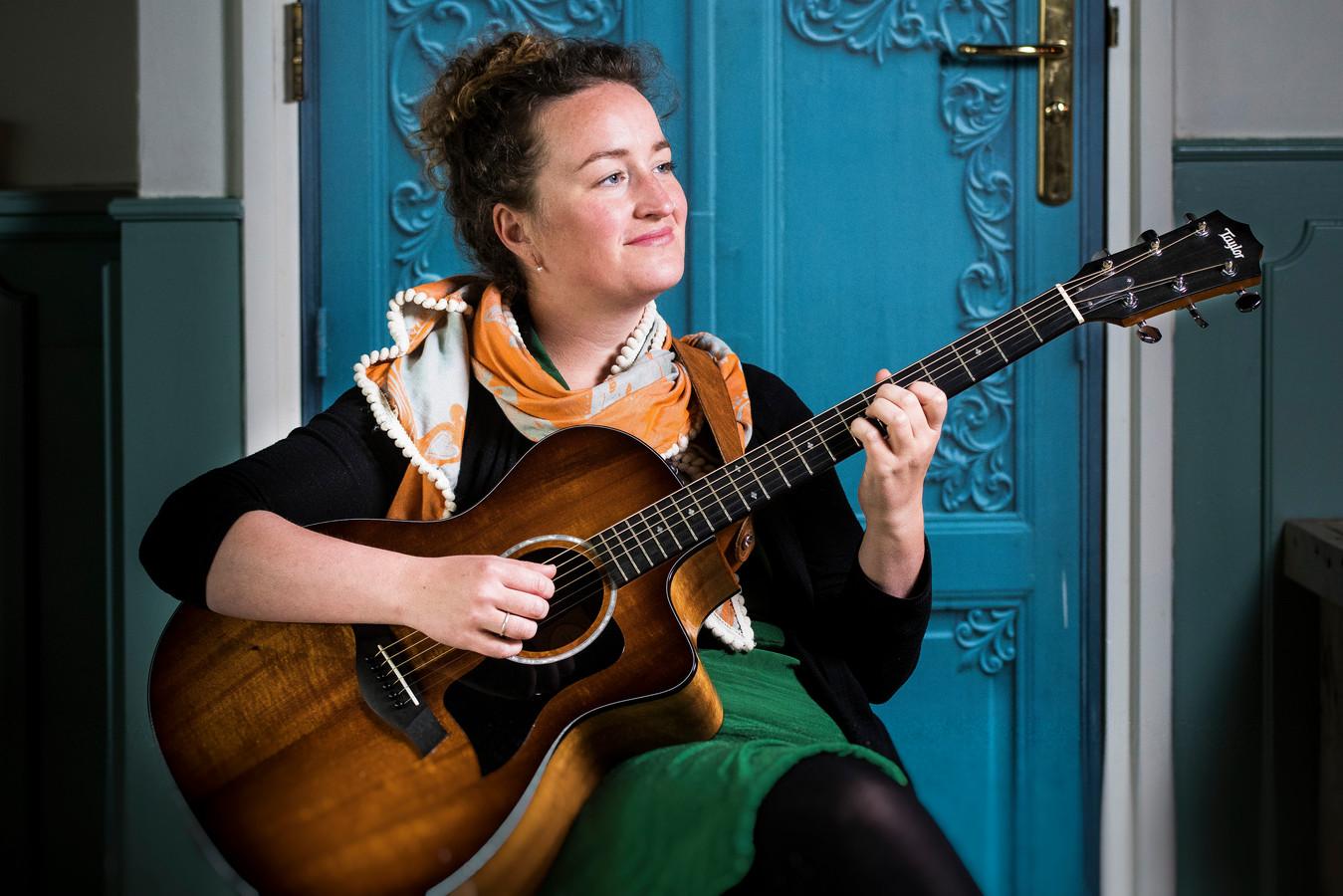 Ellen Tackenkamp zingt in de Joriskerk