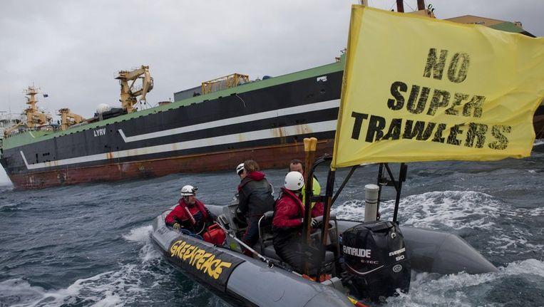 Protest van Greenpeace in Port Lincoln, eind augustus, tegen de komst van de Margiris. Beeld anp