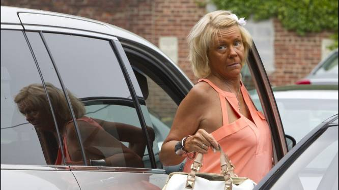 La maman accro au bronzage interdite de banc solaire