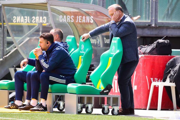 Dick Advocaat tijdens de uitwedstrijd tegen ADO Den Haag, waar Feyenoord een dramatische nederlaag leed. Beeld ANP