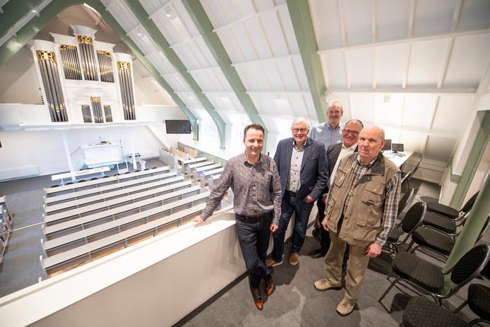 Van links naar rechts: Gerard Bartels, Frits Ooms, Paul Smelt, Johan Borkent en Marinus Burger.