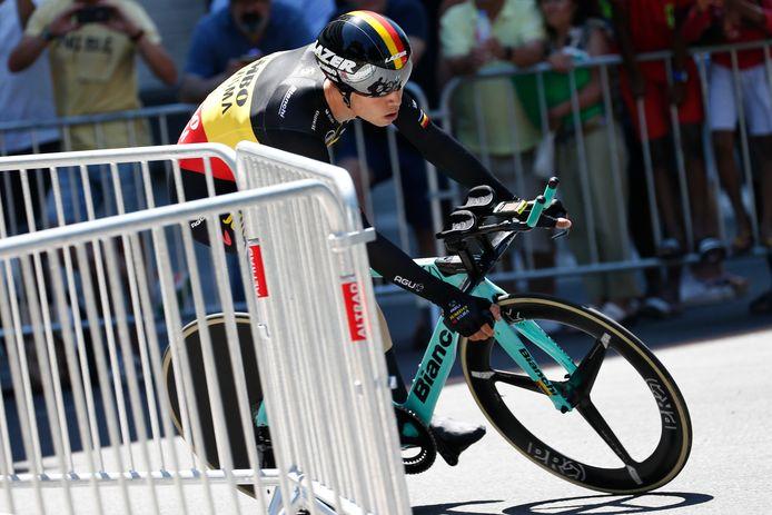 Wout van Aert tijdens de individuele tijdrit waarin hij hard onderuit ging.