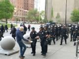 75-jarige demonstrant raakt zwaargewond door duw politie