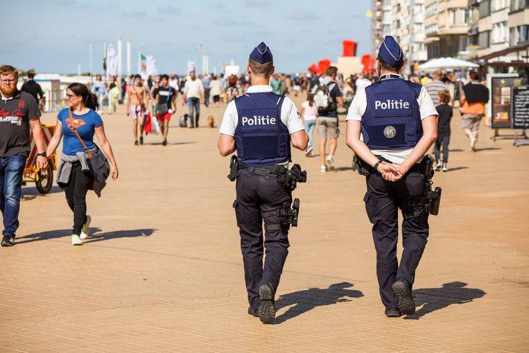 Oostende zet deze zomer extra strandpolitie in. Beeld Photo News