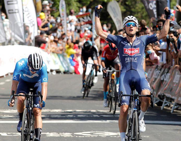 Edward Planckaert klopt in de openingsrit van de Ronde van Burgos de Spanjaard Serrano na een fel sprintduel.