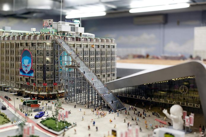 Schaalmodel van het Groot Handelsgebouw mét topattractie De Trap.