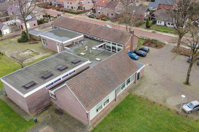 Het Dienstencentrum aan de Berkenlaan in Staphorst is behoedt voor verkoop. Maar vraag niet hoe.