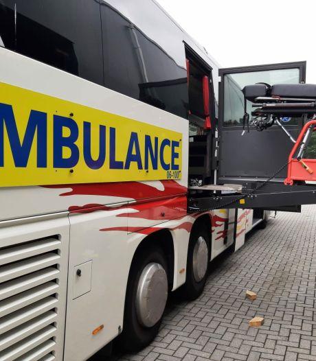 Drontens touringcarbedrijf helpt bij evacuatie patiënten uit ziekenhuis Venlo