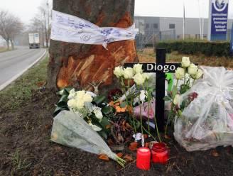 Vrienden en familie rouwen om Diogo (27) op plaats van ongeval