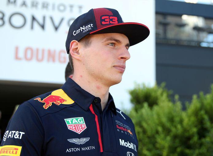 Een virtuele versie van Max Verstappen reed de eerste ronde op het circuit van Zandvoort in de game F1 2020, die op 10 juli uitkomt.