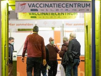 Vaccinatiecentrum ent dinsdag in Oudenaarde de eerste 100 dokters en verpleegkundigen in