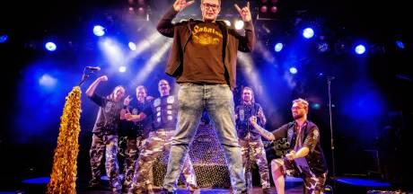 Ongeneeslijk zieke Stijn (21) uit Den Bosch geniet van uniek heavy metal-concert: 'Geeft kracht om door te gaan in het leven'