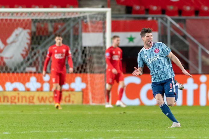 Klaas-Jan Huntelaar is dolblij met zijn 1-2 tegen  FC Twente.