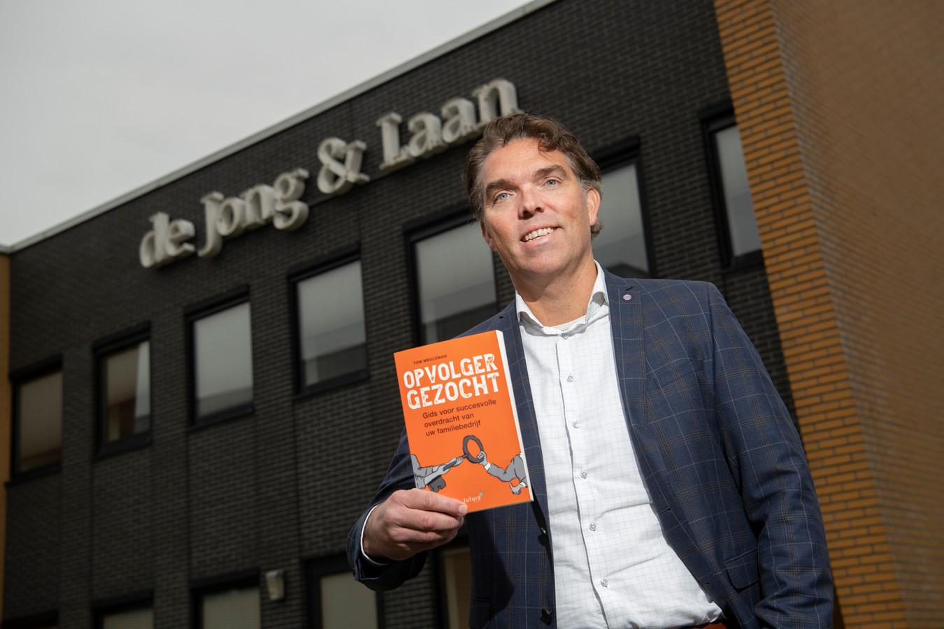 Tom Meuleman van de Jong & Laan accountants en belastingadviseurs is familieadviseur voor familiebedrijven. Hij heeft een boek geschreven dat moet helpen om tot een succesvolle overdracht van het bedrijf te komen. Want dat  kan dat kan gemakkelijk ontaarden in verwoestende familietwisten.