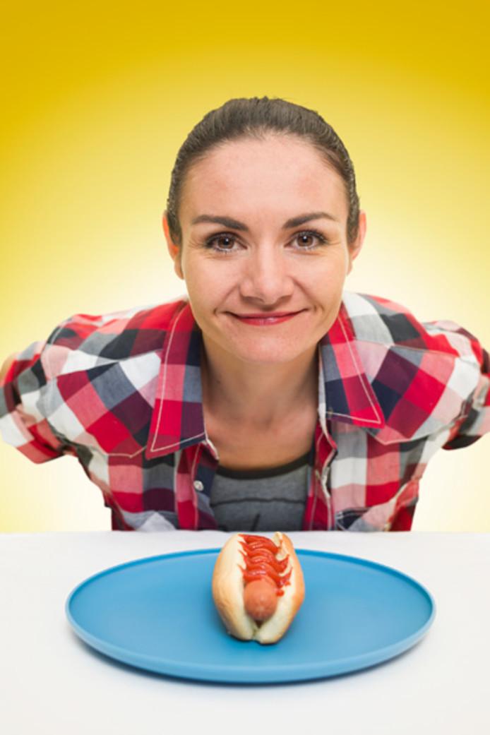 Michelle Lesco est la plus rapide pour manger un hot dog sans les mains