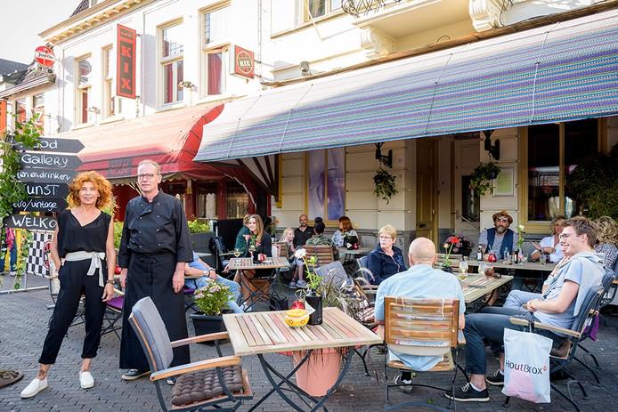 De nieuwe zaak Food Galery op Stratumseind 77 met eigenares Ellen van den Burg en haar zakenpartner Lukas van Brakel.