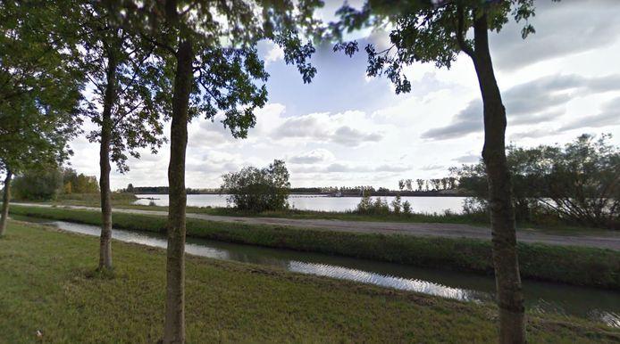 Op plas Molenkampen bij Beusichem - hier gezien vanaf de Beusichemse Broeksteeg - verrijst een drijvend zonnepark.