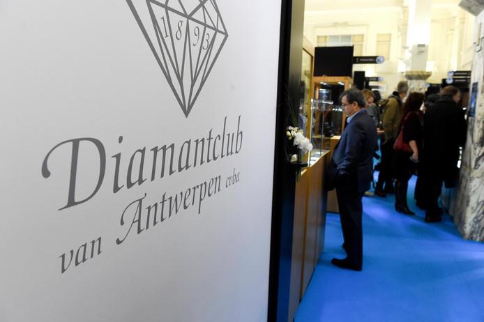 Het gaat al niet goed in de diamantsector en het coronavirus zwengelt de nervositeit nog aan.
