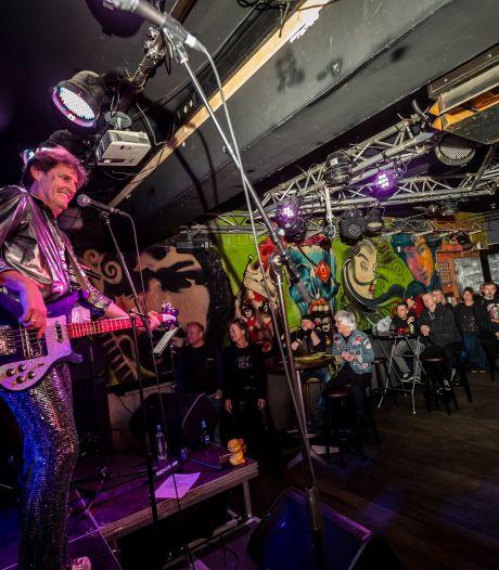 Glamrock in Muziekcafé: zelf bier meenemen maar ouderwets losgaan in Helmond