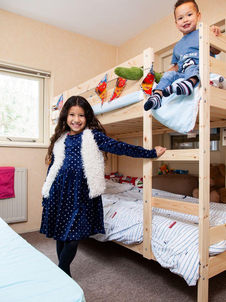 Mariana Blanco Tuiran in haar slaapkamer. Beeld Adriaan van der Ploeg
