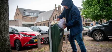 Lingewaardse straatprullenbak krijgt kleiner gat om huisvuil te weren