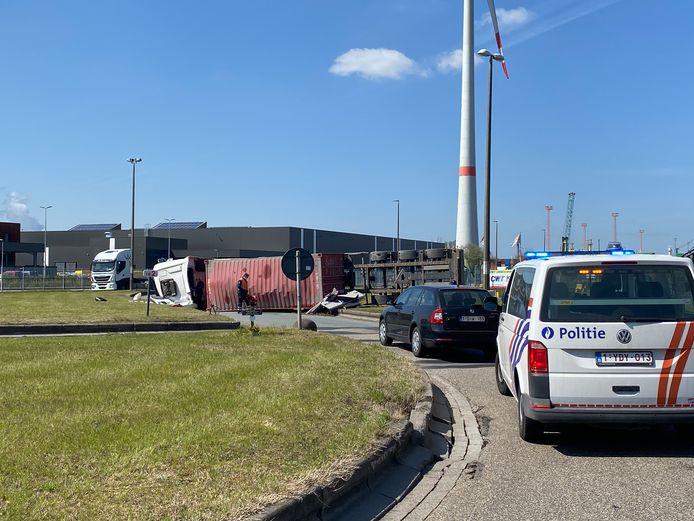 Ongeval vrachtwagen kruisweg.