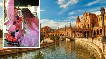Deelneemsters vrijgezellenweekend slaan met opgeblazen piemels en belanden in Spaanse processie