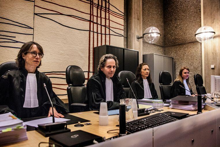 Rechters (VLNR) S. Pompe, B. Vogel en J. Oreel voor aanvang van de behandeling van de vordering tot herroeping van de voorwaardelijke invrijheidsstelling van Volkert van der G.. Beeld Aurélie Geurts