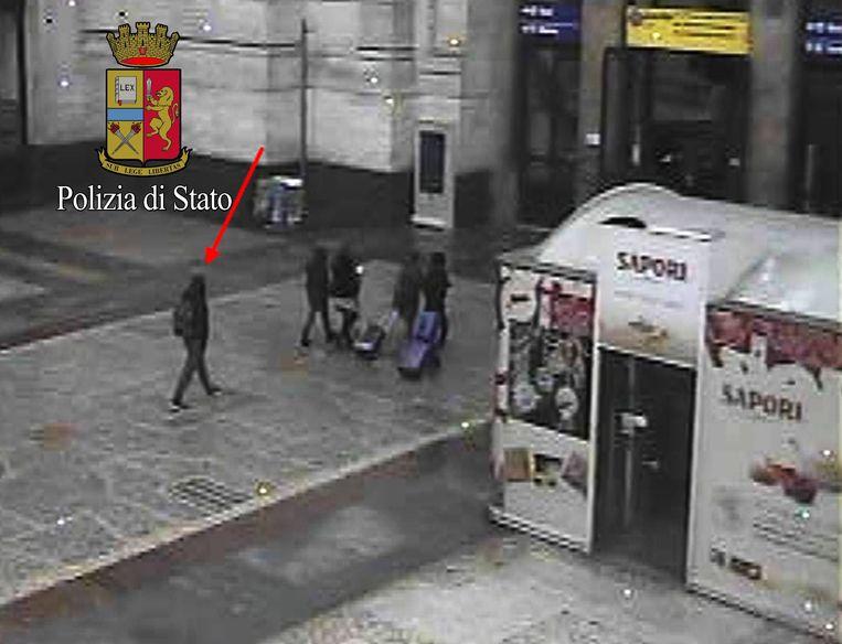 Amri in het station van Milaan, even voor hij werd gedood. Beeld AP