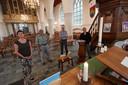 Het comité dat zich bezighoudt met de duizendste verjaardag van de Martinuskerk: van links af dominee Burger,  Leo Steinen, Henk Mulder en Sandra Boogert.