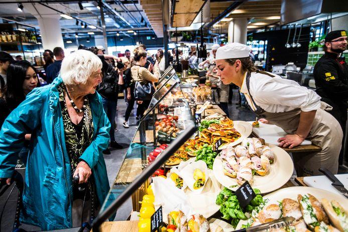Personeel van LaPlace werkte in sommige plaatsen ook in grote Jumbo-supermarkten. Maar nu worden ze ook ingezet als vakkenvuller en op het distributiecentrum.