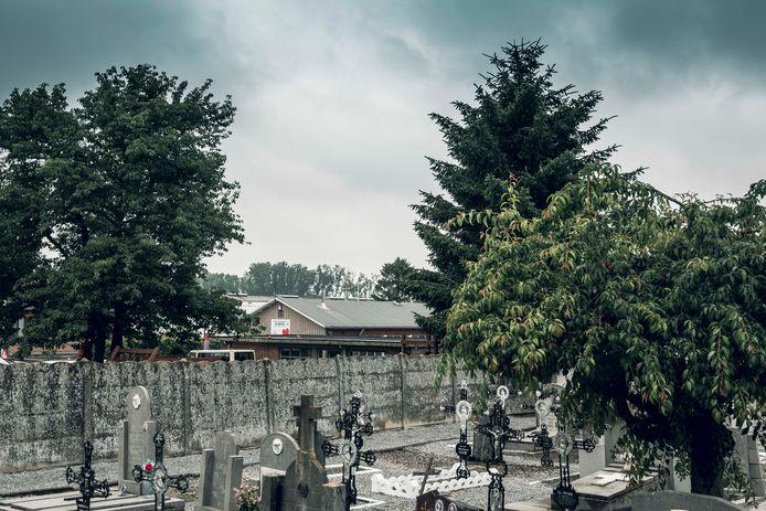 Het kerkhof Ulbeek in Wellen, naast basisschool 't Laantje.
