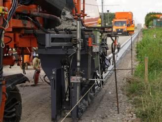 """Buurtbewoners dienen bezwaarschrift in tegen stinkende asfaltcentrale: """"Het wordt elk jaar erger"""""""