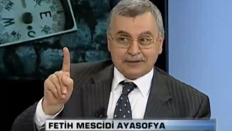 Fragment van een Turkse talkshow waarin rector Ahmet Akgündüz te gast is. Akgündüz in Turkije treedt regelmatig aan als theoloog en opiniemaker. Beeld TVnet