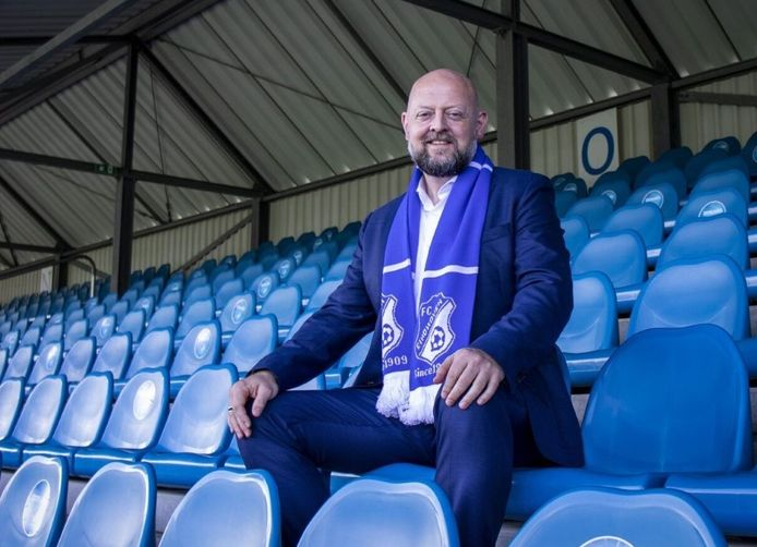 Günther Peeters in het stadion van FC Eindhoven.