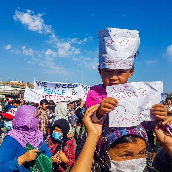 Vrouwen en kinderen demonstreren voor vrede en veiligheid. Foto Naqib Rasoli, ReFOCUS Media Labs