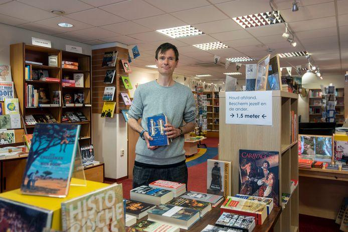Jan Vinck in zijn boekhandel.
