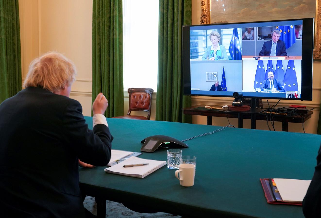Archiefbeeld van video-overleg tussen Johnson en kopstukken van de EU.