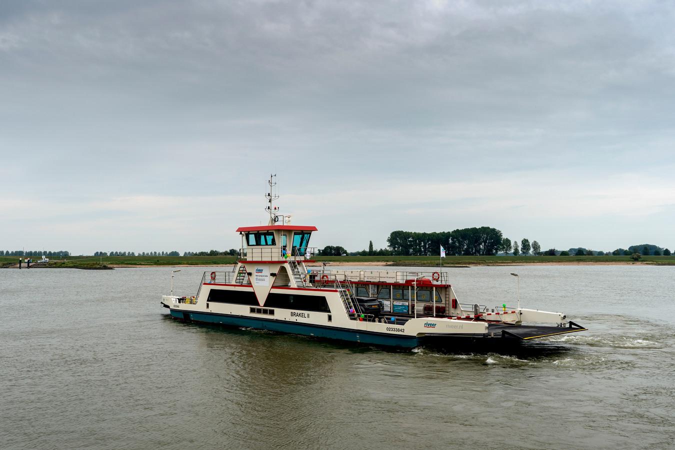 Het autoveer tussen Brakel en Herwijnen vaart vanaf 19 december minder vaak in verband met de lockdown.