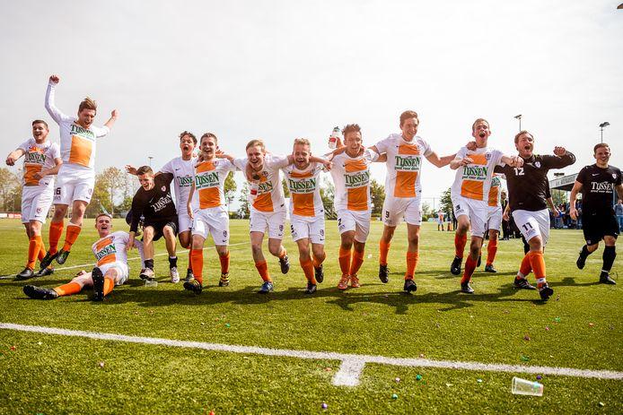 De voetballers van Bernardus mochten in 2017 na een 0-0 gelijkspel tegen RKDES het kampioenschap vieren.